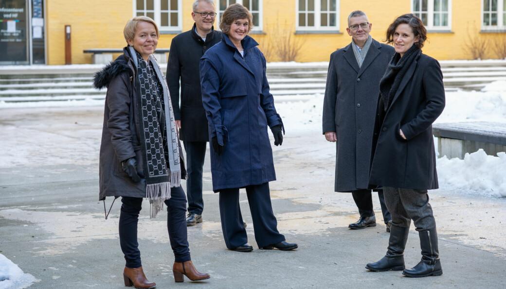 Oddrun Samdal er rektorkandidat, men plattforma til Team Samdal er førebels ikkje klar. Ho har med seg (frå venstre) Camilla Brautaset, Nils Gunnar Kvamstø, Arne Tjølsen og Kristine Jørgensen.