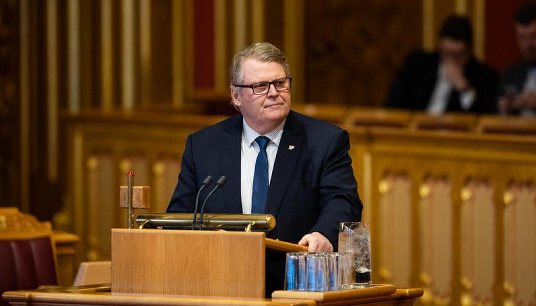 Man skal ikke ha et spesielt firerkrav i et fag som matematikk, sier Hans Fredrik Grøvan fra KrF.