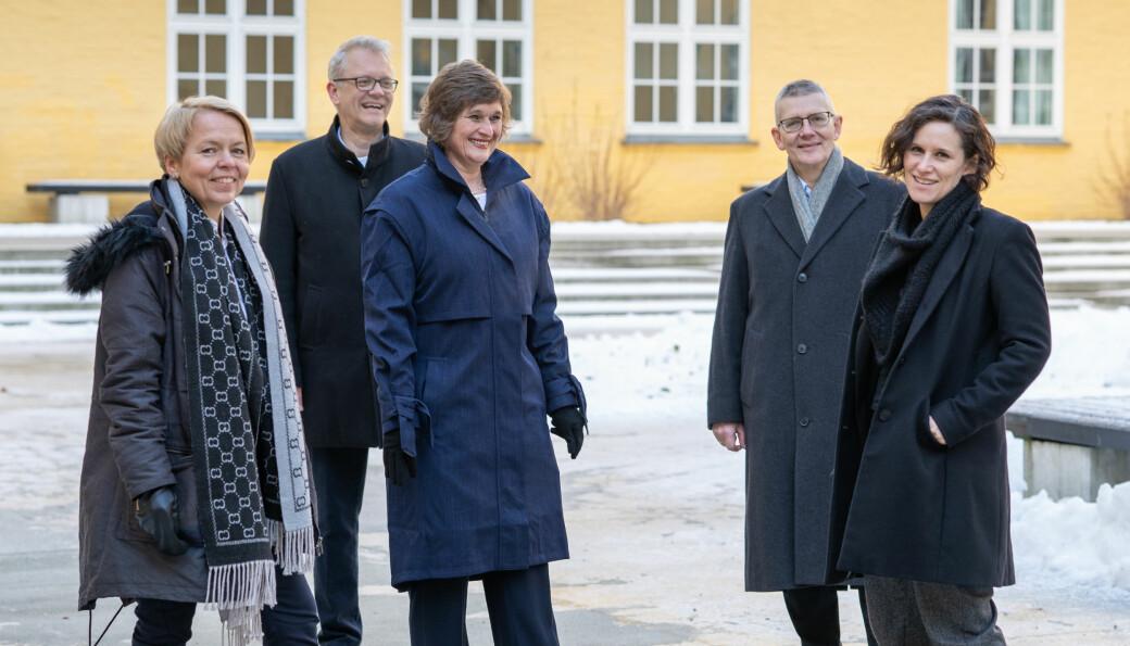 Viserektor for utdanning, Oddrun Samdal (midten) stiller som rektorkandidat saman med (frå venstre) Camilla Brautaset, Nils Gunnar Kvamstø, Arne Tjølsen og Kristine Jørgensen.