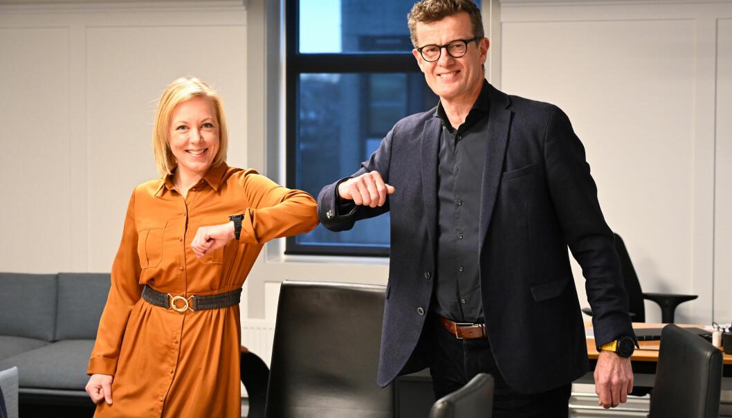 Fylkesordfører Marianne Chesak sammen med rektor ved Universitetet i Stavanger Klaus Mohn, etter at siste del av finansieringen av en eventuell medisinutdanning i Stavanger er på plass.