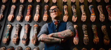 Studenten stal arbeidet hans. Så kopierte han klede, tatoveringar, kroppsspråk, og stilte på konferanse