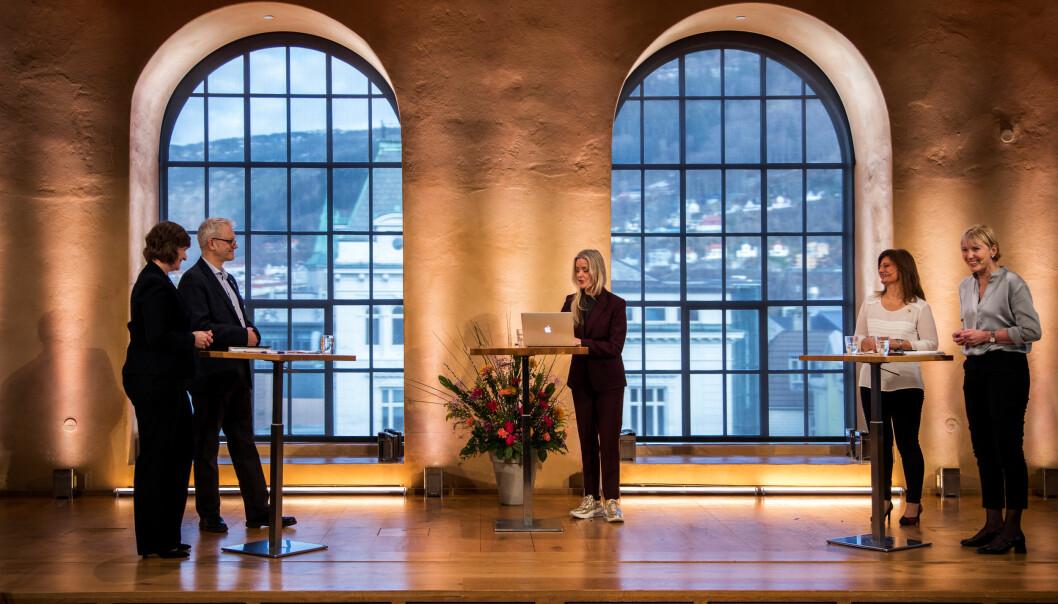 I eit vanleg år ville det vore publikum i aulaen, No var dei to rektorkandidatane, deira prorektorkandidatar og debattleiar Hilde Sandvik temmeleg åleine.