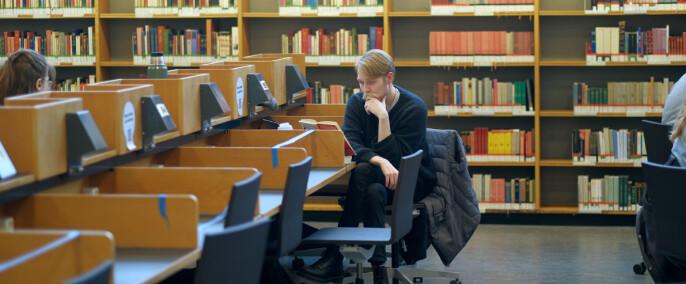 Studentene tilbake på campus i Oslo. Men flere lesesalplasser står tomme