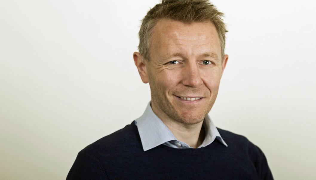 Universitetslektor Espen Leirset sitter i styret ved Nord universitet. Nå engasjerer han seg også i lokalpolitikken.