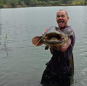 På fritiden liker Kevin Glover å drive med sportsfiske. Han er heller ikke redd for å by litt på seg selv.