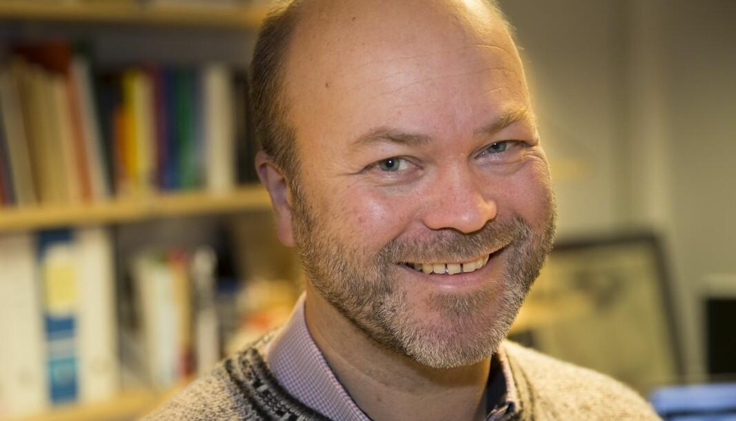 Det finst andre og fleire språkvitarar enn Sylfest Lomheim, som til dømes forfattaren av dette innlegget. Øystein A. Vangsnes er professor i språkvitskap.