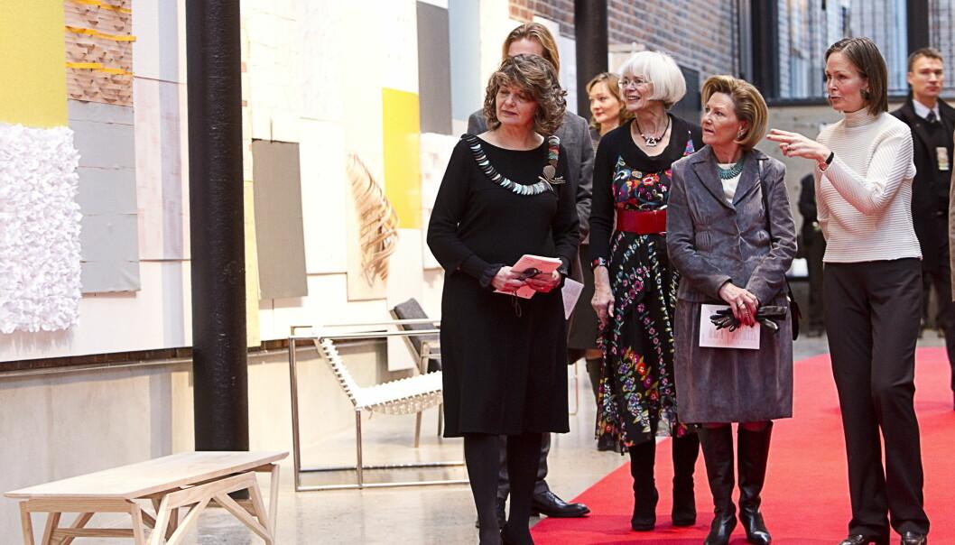 November 2010: Rektor ved Kunsthøgskolen Cecilie Broch Knudsen (t.v.) tar imot dronning Sonja og statsråd Tora Aasland under åpningen av nye lokaler for Kunsthøgskolen. Hva skjedde med arven fra Statens Kunstakademi på veien?