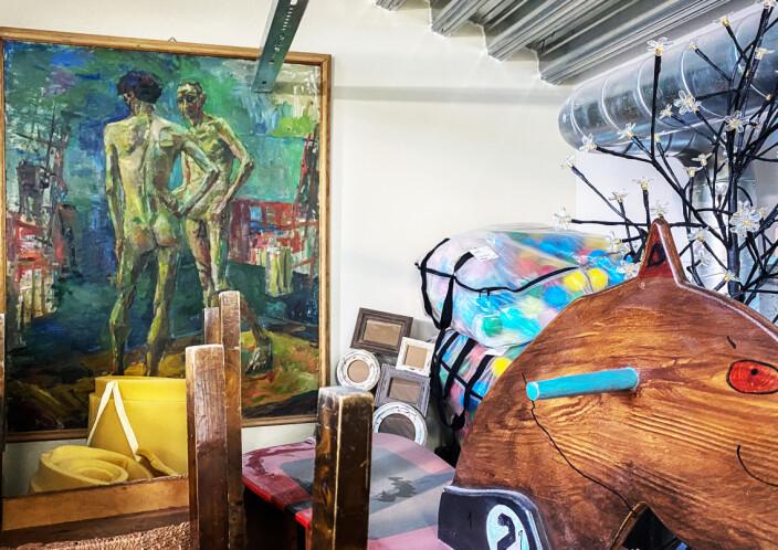 Tilbyr seg å hente «hjem» forsømte kunstverk