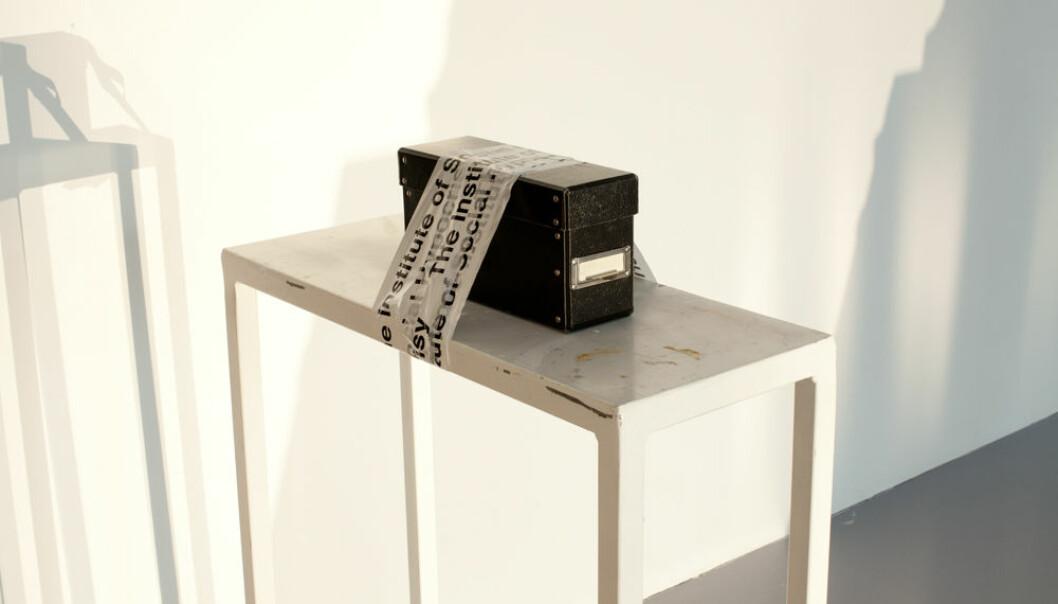 Slik ble den sorte arkivboksen stilt ut under navnet