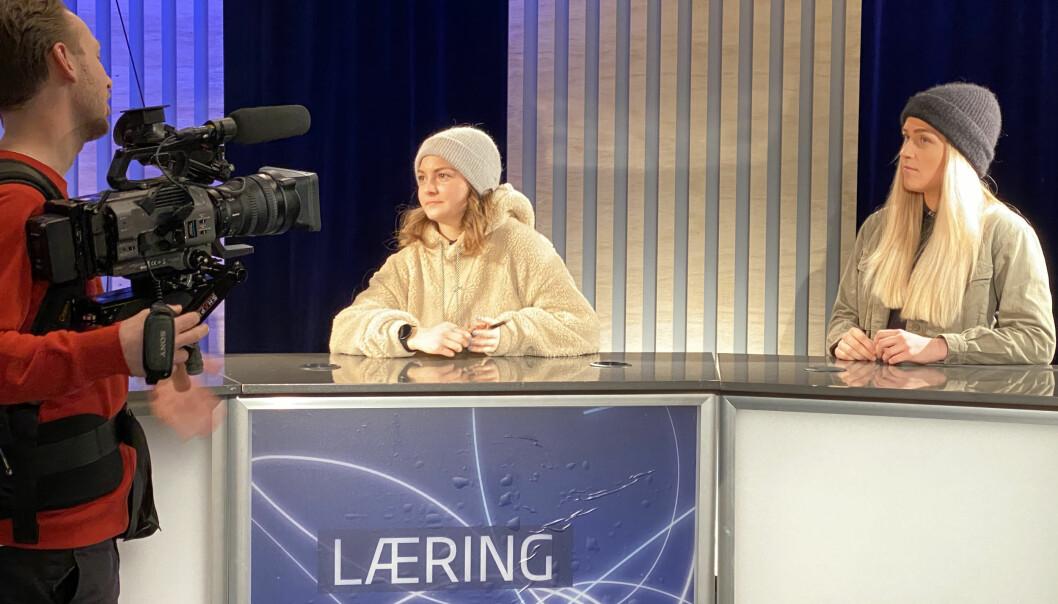 Studentene Nanna Aanderud-Larsen (fjernsyns- og multimedieproduksjon, t.v.) og Tomine Walmsness (journalistikk) er studentambassadører ved Universitetet i Stavanger og skal holde direktesendte infomøter under Åpen dag tirsdag.