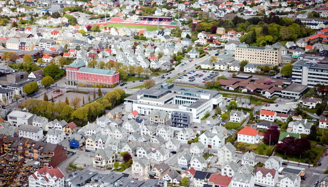 Studentane vil berre få tilgang til bibliotek og lesesalar på Høgskulen i Vestlandet sin campus i Haugesund ei stund framover, etter at kommunen har vedteke å stenge ned det meste på campus.
