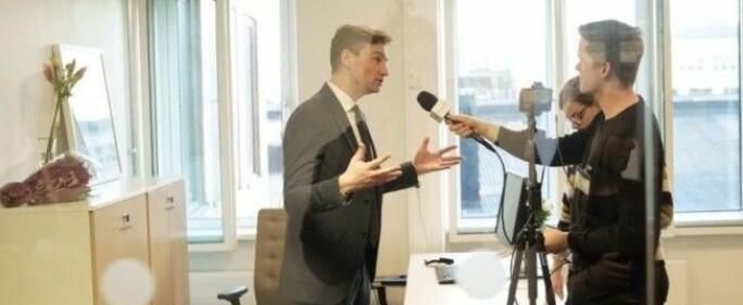 Før pandemien: Her blir statsråd Asheim intervjua av Khrono etter nøkkeloverrekkinga i Kunnskapsdepartementet 24.januar 2020 .