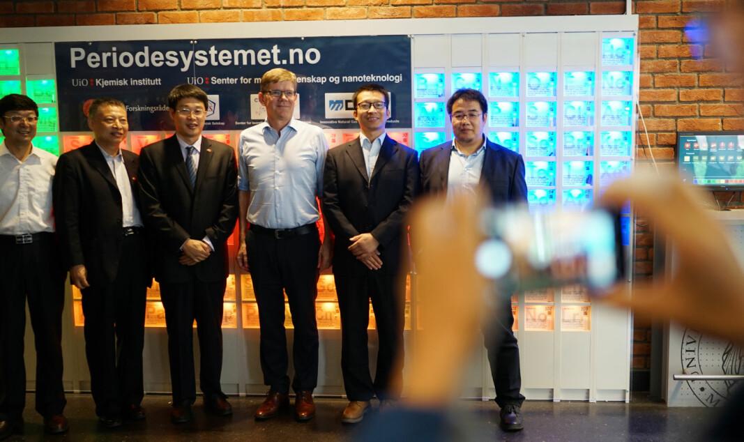 Rektor ved Universitetet i Oslo har signert avtalen som gjør UiO til vertskap for det kinesiske Fudan-universitetets europeiske senter, etter at Københavns universitet trekte seg fra samarbeidet i 2020. Her fra et delegasjonsbesøk i 2018.