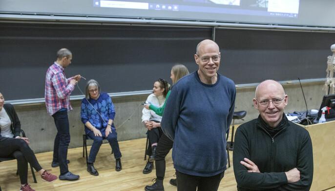 Professor Edvin Schei (t.v.) står bak kurset Pasientkontakt ved UiB der han har lege, TV- og radiopersonlighet Trond Viggo Torgersen med som underviser.