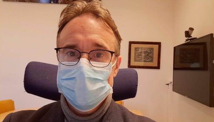 Rektor Johann Roppen tar grep om situasjonen tross svært lave smittetall i Volda.