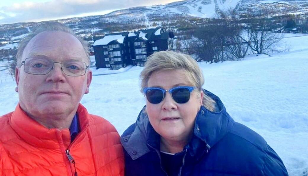 Statsminister Erna Solberg sammen med ektemannen Sindre Finnes under den berømte vinterferieturen til Geilo.