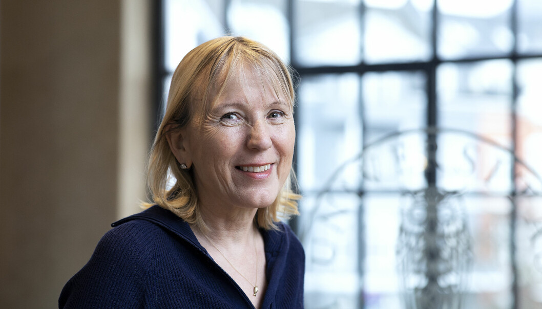 Rektor Margareth Hagen i aulaen. Torsdag samlar styret seg her til fysisk styremøte.
