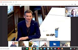 Henrik Asheim i møte med Aino Olaisen om «Lovund-modellen»