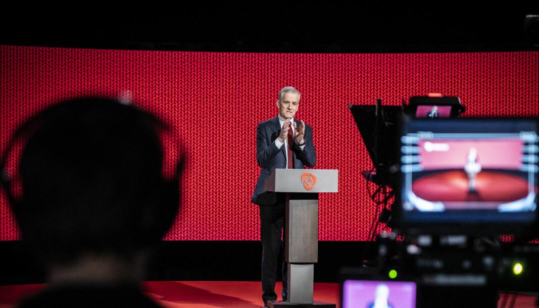 Partileder i Arbeiderpartiet, Jonas Gahr Støre, får motbør på sine forslag om desentral utdanning.