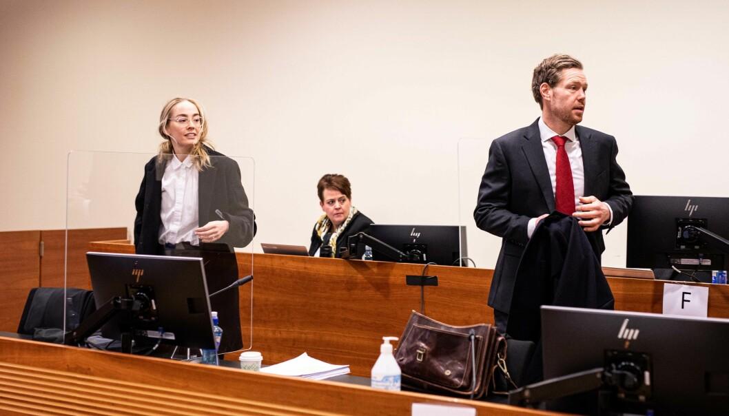 Regjeringsadvokat Kaija Bjelland, avdelingsdirektør i Helsedirektoratet Anne Farseth og regjeringsadvokat Torje Sunde like før retten blir satt fredag.