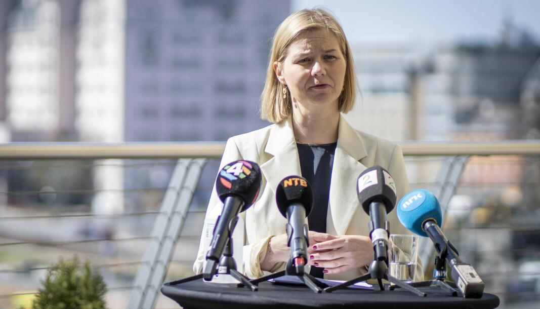 Leder i Venstre Guri Melby holder utendørs pressekonferanse i Bjørvika i Oslo før Venstres landsmøte kommende helg.