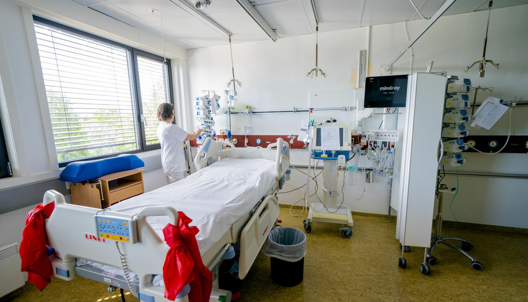 En intensivsengeplass ved avdeling for anestesi, intensiv, operasjon og akuttmottak ved Bærum sykehus. Det er behov for flere sykepleiere til å bemanne slike sengeplasser.