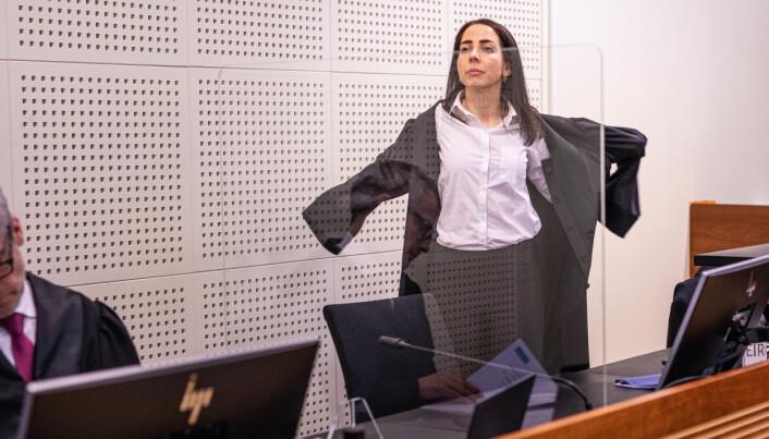 Advokat Hilde Kristin Ellingsen og helt ytterst til venstre advokat Per Andreas Bjørgan under rettssaken.