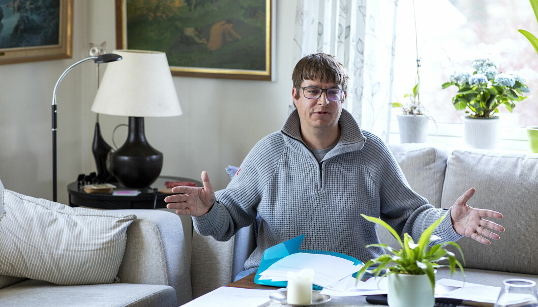 Då Khrono møtte Thomas Hellevang i mai, var saksmappene tjukke. Sidan den gong har endå fleire dokument kome til.