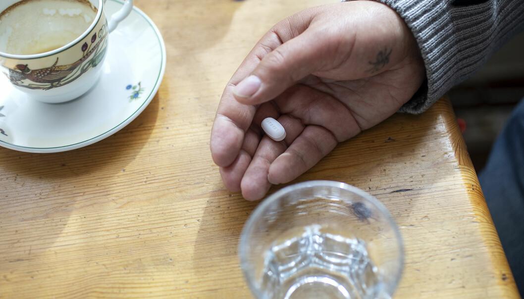 Thomas Hellevang har smerter i magen heile tida. Eittgrams paracet hjelper nokre timar, men så sterke medisinar har naturleg nok også biverknader.