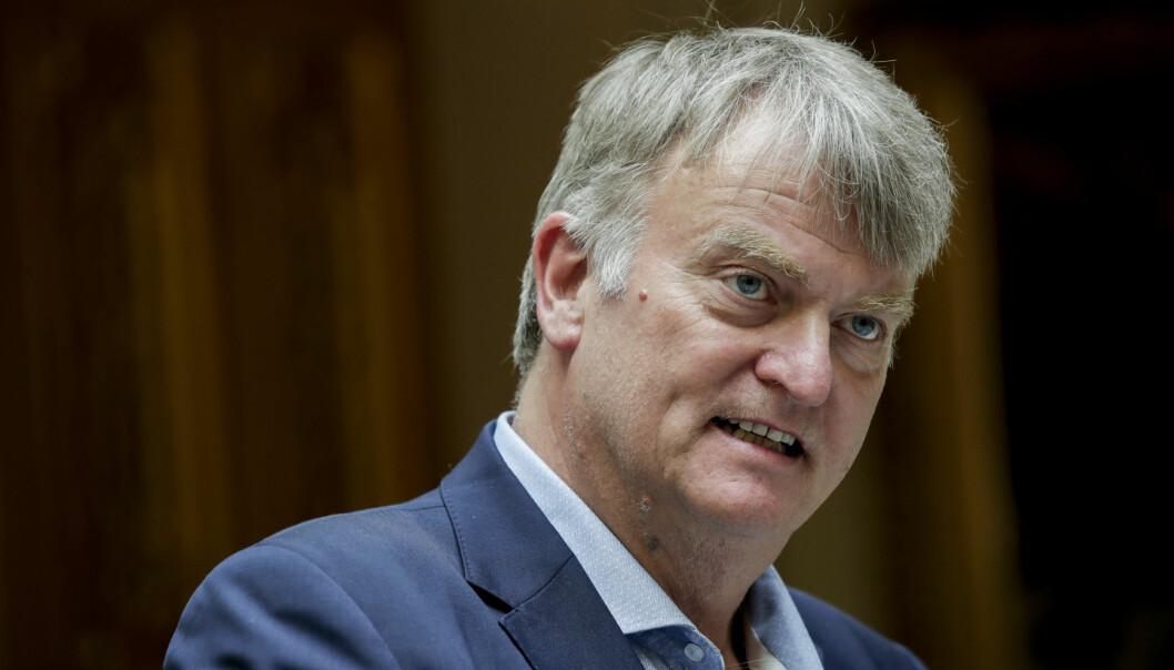 Me ønskjer at folk skal omskulera seg, seier høgrepolitikar Ove Trellevik, som vil ta opp saka til student Thomas Hellevang (45) som ikkje får sjukepengar, med si eiga regjering.