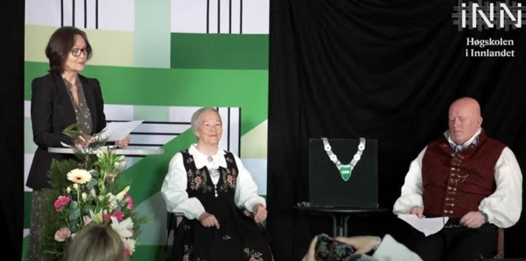 Styreleder Maren Kyllingstad ledet seremonien der Peer Jacob Svenkerud overtok som rektor etter Kathrine Skretting.