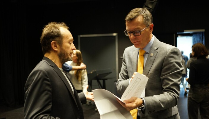 — Eg er klar over at eg er priviligert som professor, seier Torleif Torgersen, her saman med tidlegare rektor ved UiB, Dag Rune Olsen