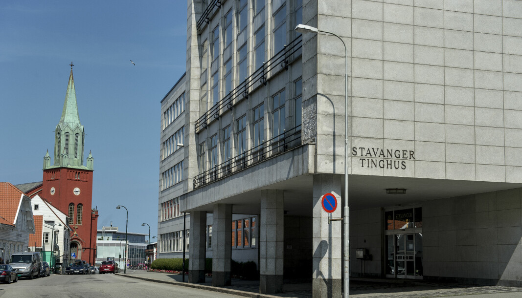 En Norce-ansatt møter arbeidsgiveren sin i retten i Stavanger tinghus. Det er satt av tre dager til rettssaken.