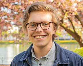 Styremedlem Gard Skulstad Johanson er svært nøgd med at studentane no slepp å betala rekninga for karantenehotell sjølve.