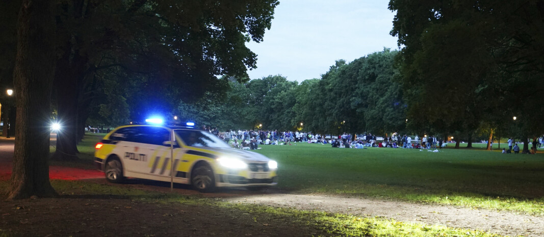 Fjorårets fadderuke fikk en trøblete start flere steder i landet og mange steder ble arrangementer avlyst etter sterk kritikk mot studentene for samlinger og fest. Her er mange unge samlet i Frognerparken i Oslo i forbindelse med fadderuka 2020.