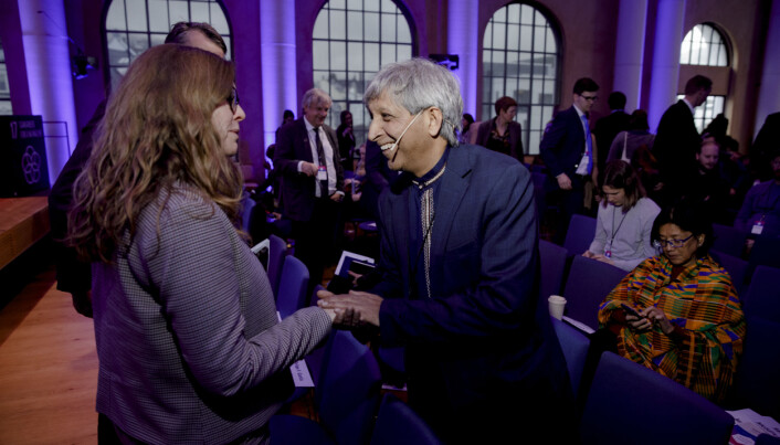 Adam Habib møtte mellom andre viserektor for globale relasjonar ved UiB, Annelin Eriksen, då han besøkte Bergen i 2020.