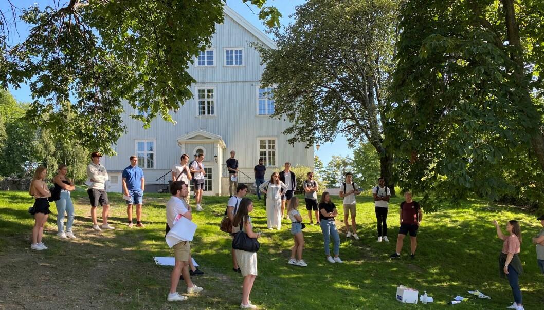 I ei oppgåve ved Høgskolen i Innlandet har studentane fått beskjed om at dei ikkje kan ta i bruk nynorsk, for det forstår ikkje vedkommande som skal lesa oppgåva. Bilete er frå studiestart ved Høgskolen i Innlandet, hausten 2021.