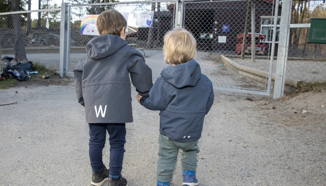 Kva skal vere det viktigaste i barnehagen? Leik eller læring? Prioriterer private og offentlege barnehagar ulikt? Debatten rasar blant forskarar.