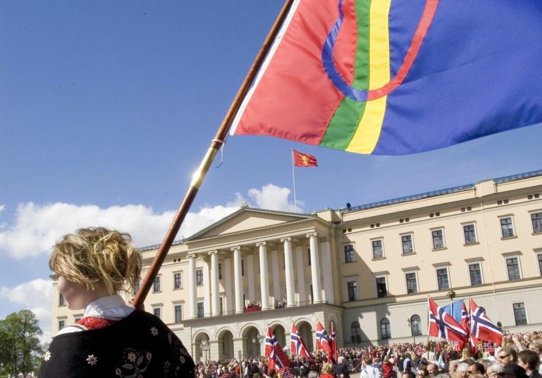 Samer protesterer mot at flagget er forbudt i 17. mai-toget, samisk flagg, Slottsplassen Oslo.