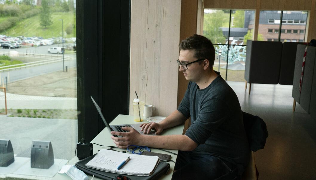 Midt i eksamensperioden sitter Oliver Gilberg Andersen og bekymrer seg over om det blir mulig å gjennomføre utveklsingen til Canada.