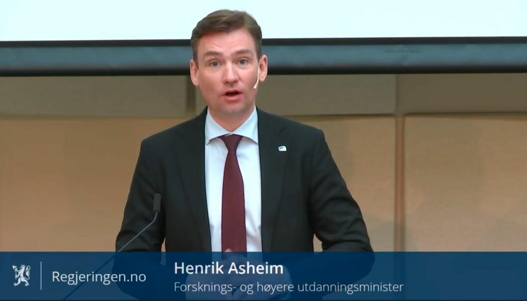 Forsknings- og høyere utdanningsminister Henrik Asheim (H) sa under onsdagens toppmøte at Kunnskapsdepartementet skal bevilge penger til et større forskningsprosjekt om studenters psykiske helse.