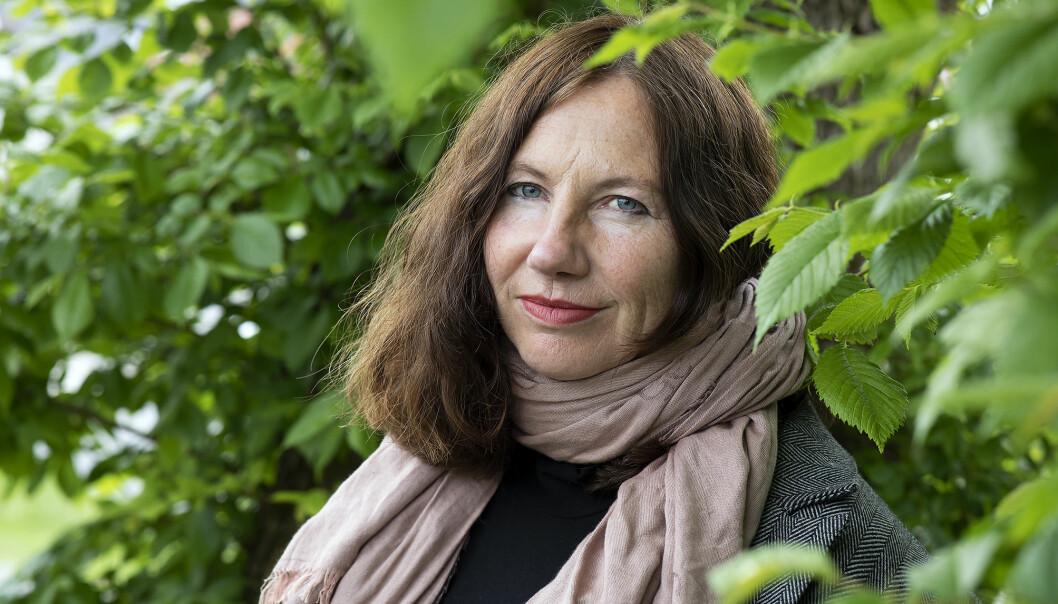 Hilde Kvalvaag har skrive om sorga og smerta etter at den nest eldste sonen hennar tok sitt eige liv. — Romanen har eit valdsamt spenn, frå djupt mørke til lys og fellesskap. For mora i romanen blandar det seg etterkvart, og ho lever med dette spennet, seier ho.