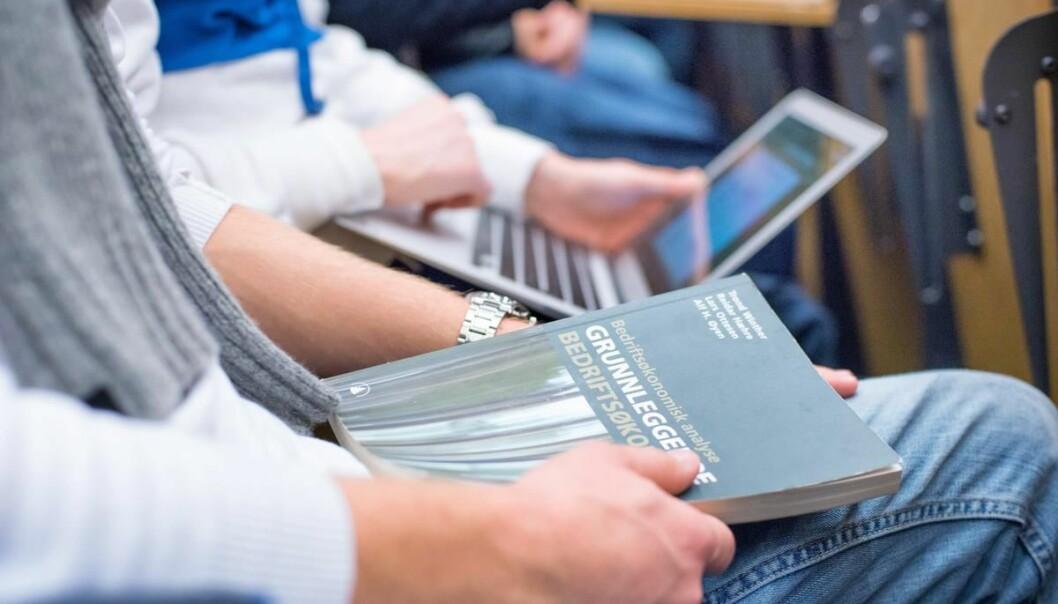 Handelshøyskolen ved UiA skal ha ny dekan, etter at Kristin Wallevik går til toppjobben i Norce. Her fra en forelesning ved Institutt for økonomi,.