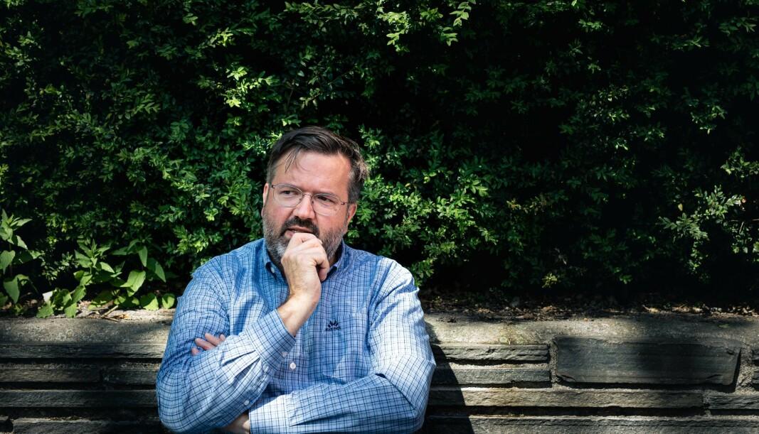 Studieleder Geir Aaserud, i ledergruppen ved Institutt for barnehagelærerutdanning ved OsloMet, reagerte sammen med flere andre ansatte på¨ faktagranskeres krav om å signere en omfattende taushetserklæring om sin egen varslingssak. Nå har granskerne og OsloMet-ledelsen snudd.