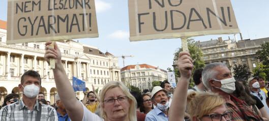 Ungarere demonstrerer mot Orbans plan om kinesisk universitet