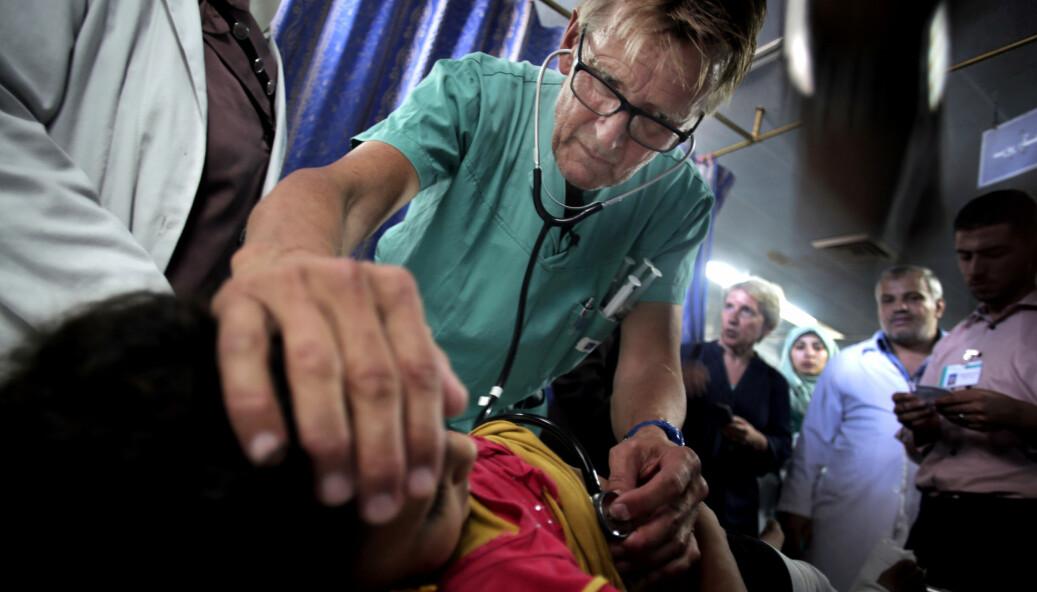 Mads Gilbert har flere ganger jobbet som lege i Gaza. Her behandler han en palestinsk jente ved Shifa-sykehuset i Gaza i 2014.