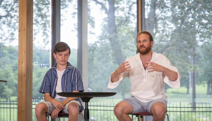 Jon Aga, leder av ungdomsrådet i bydel Gamle Oslo (til venstre) og SV-politiker i bydelen Stian Antonsen.