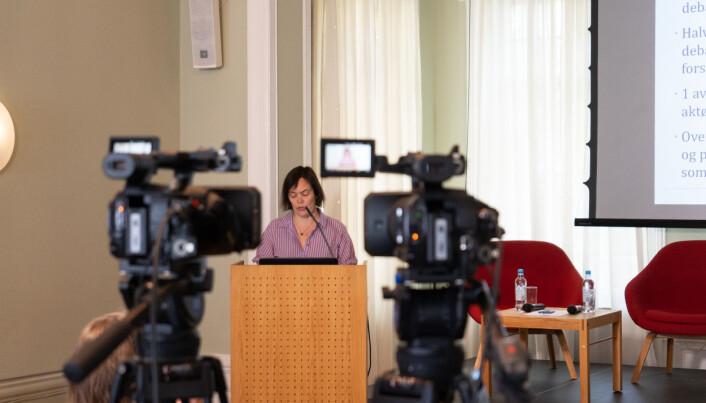 Forsker Marte Mangset ved Institutt for samfunnsforskning presenterte hovedfunnene i rapport om ytringsfrihet i akademia under seminaret torsdag.
