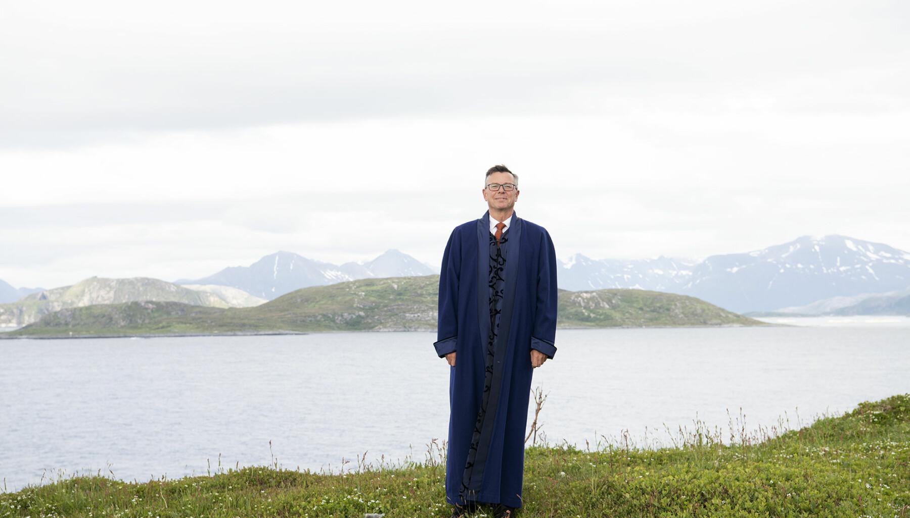 Kong Olsen av UiT. — Jeg er ydmyk, sier den kommende UiT-rektoren Dag Rune Olsen, som nå inntar det mange mener er den mektigste posisjonen i Nord-Norge.