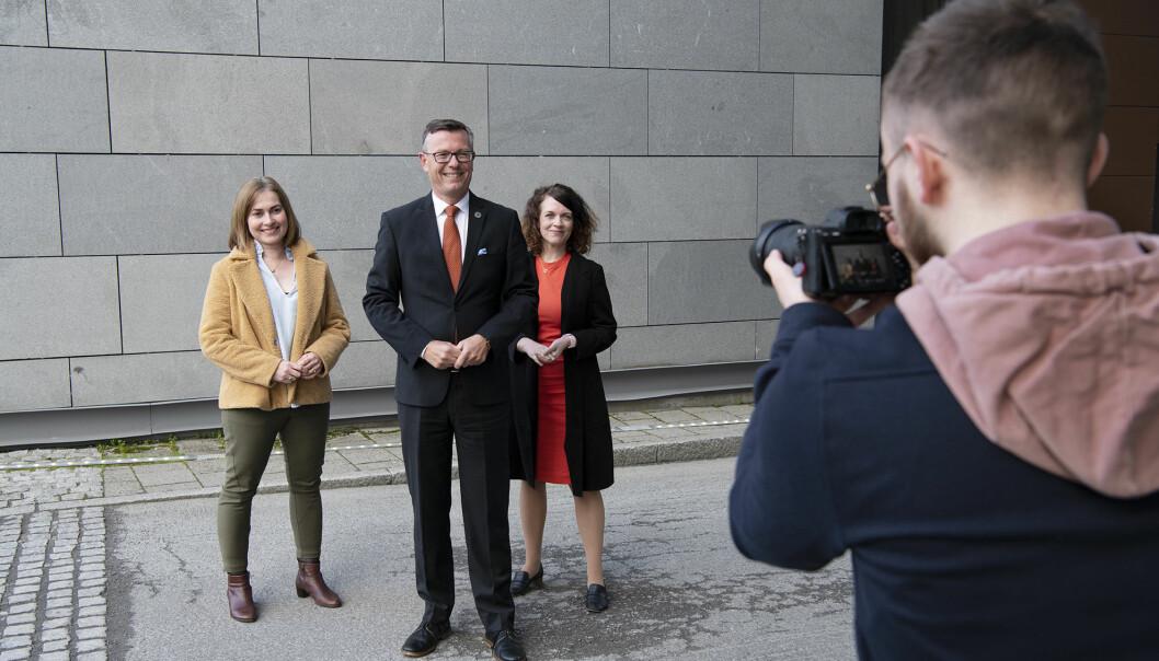 Første offisielle bilde av nytt rektorat ved UiT. Prorektor Camilla Brekke (t.v), rektor Dag Rune Olsen og prorektor Kathrine Tveiterås.